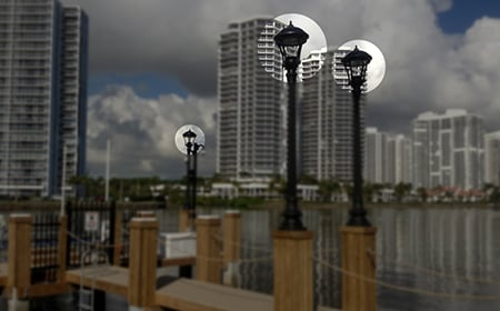 3-luminaires-on-dock-lightpoles