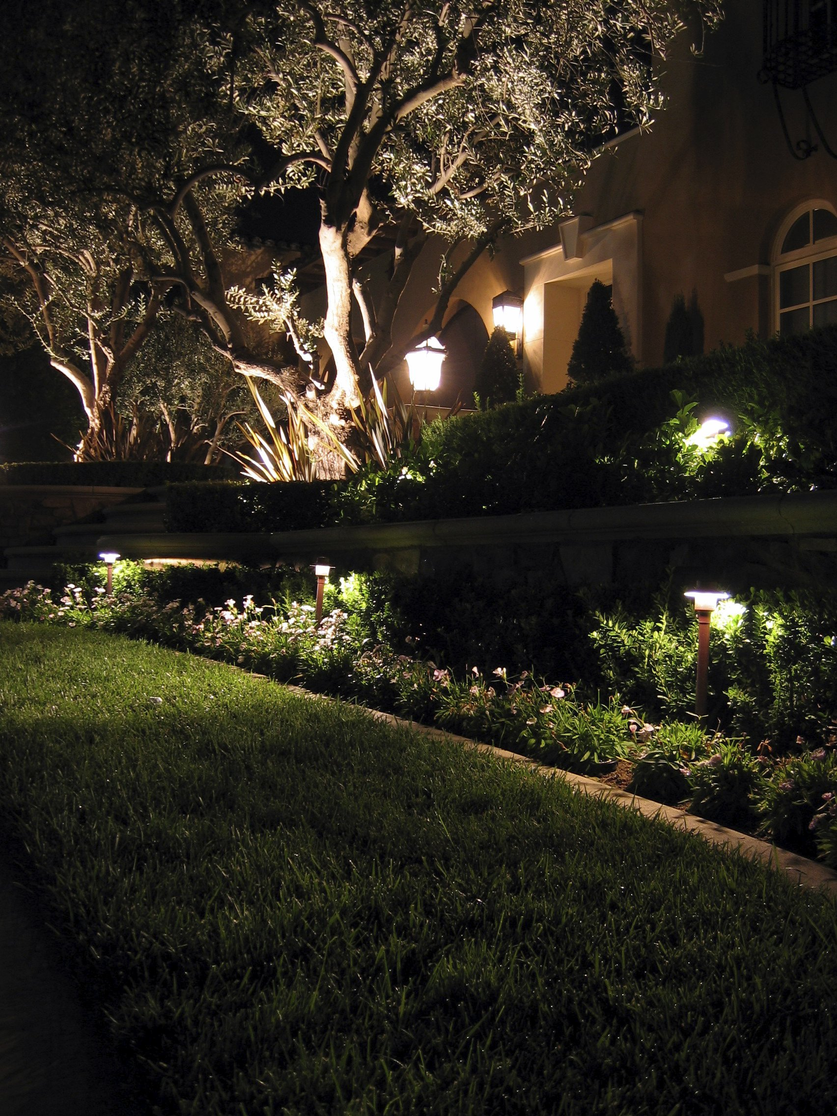 7 inspirational ideas for outdoor led landscape for Landscape lighting products