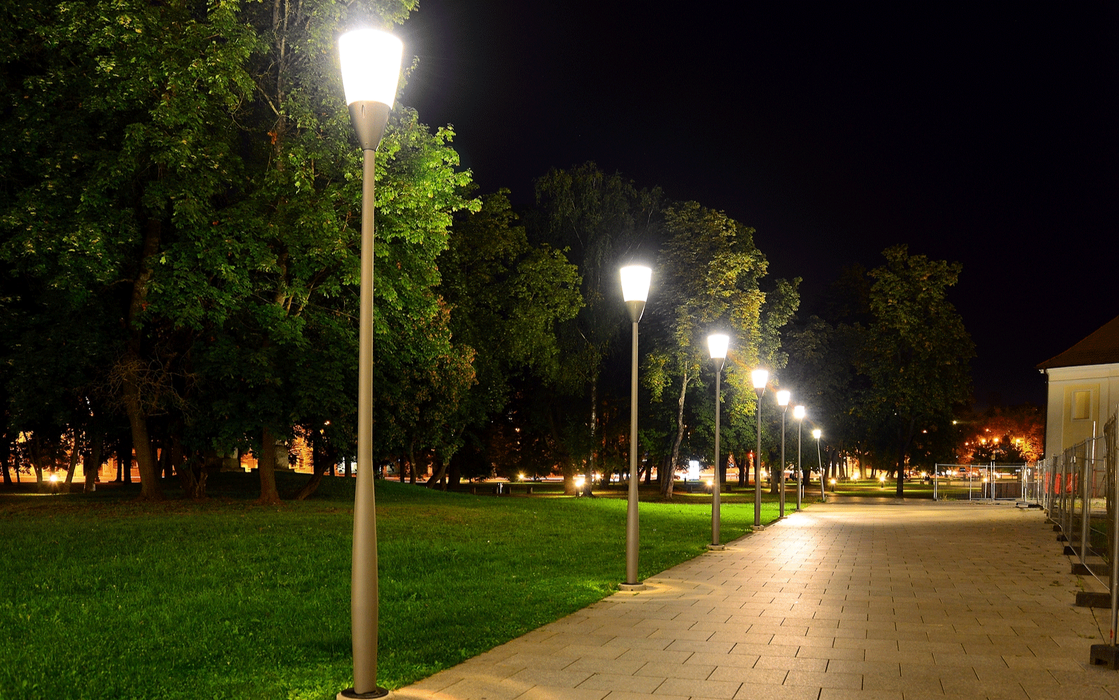 Commercial landscape lighting fixtures the benefit of for Industrial outdoor lighting