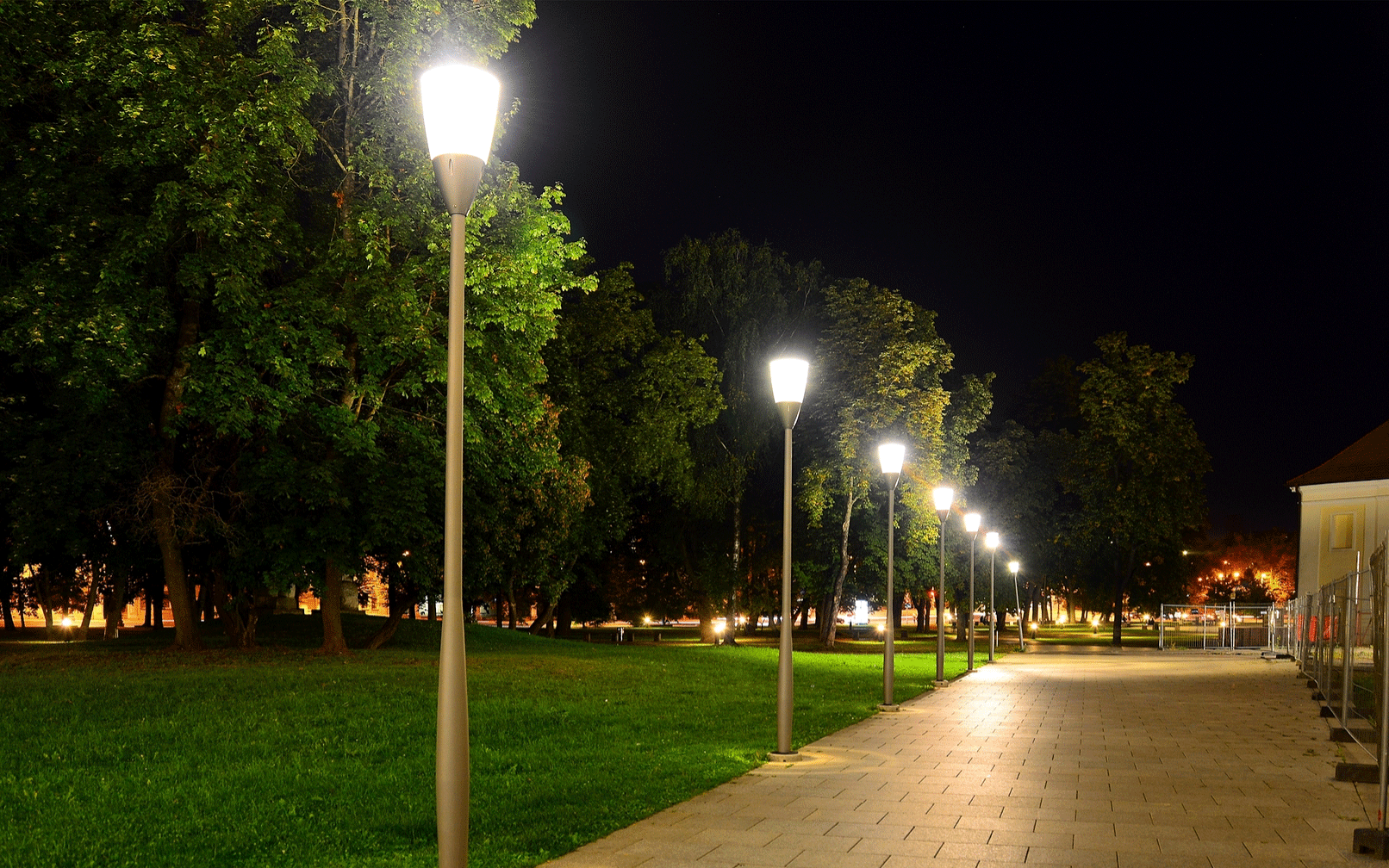How To Avoid The Most Common Problems With Commercial Lampposts
