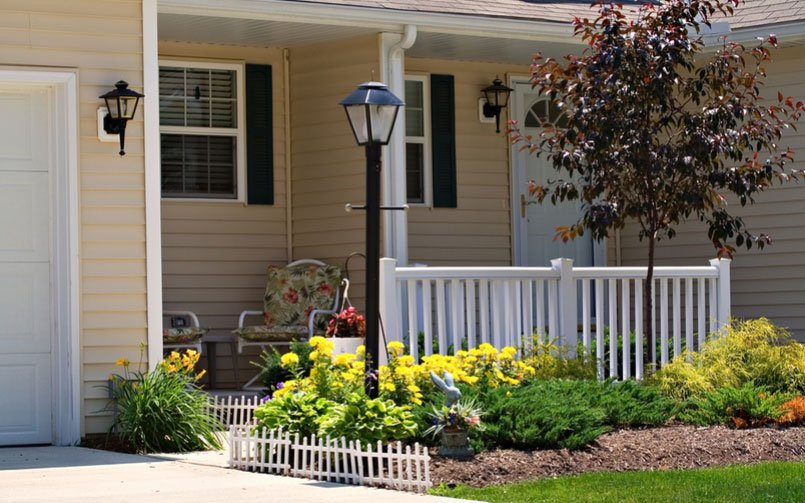 7 Things to Know Before Installing a Driveway Lamppost