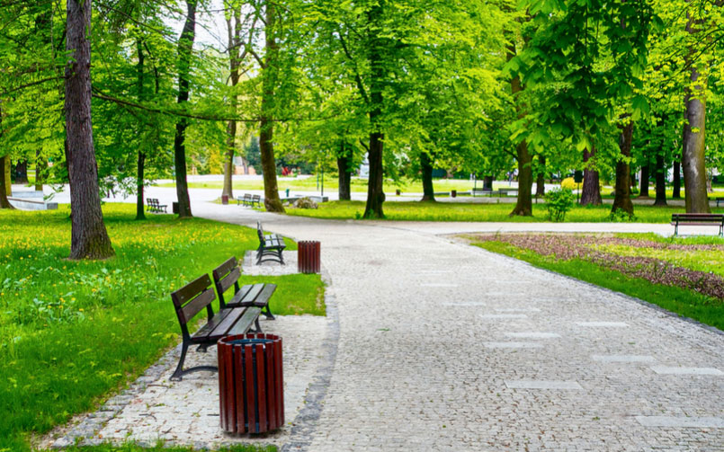 What to Look For When Buying High Quality Park Site Furnishings